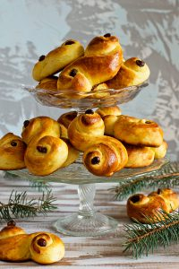 Шведские шафрановые булочки Lussekatter (Астрид Линдгрен. «Эмиль из Лённеберги»)