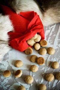 Датские пряничные «орешки» pebernødder (Ханс Кристиан Андерсен. «Снежная королева»)