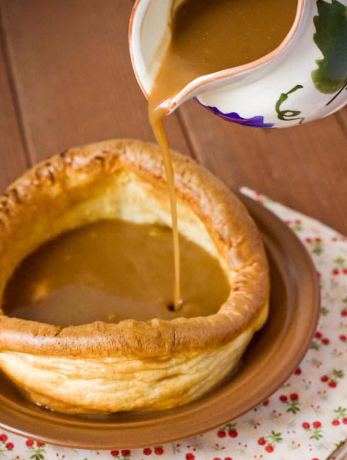 Йоркширские пудинги с мясным соусом (Джеймс Хэрриот. «Из воспоминаний сельского ветеринара»)